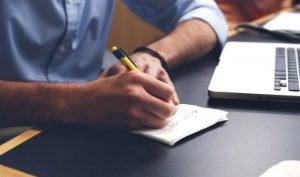 Oswiadczenie o potrąceniu może mieć formę pisemną.